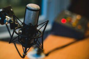Dlaczego warto słuchać podcastów?